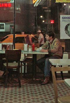 Robert De Niro in Taxi Driver Martin Scorsese, Jodie Foster, Movie Shots, Movie Tv, Driver Film, Chauffeur De Taxi, Film Aesthetic, Film Inspiration, Cult Movies