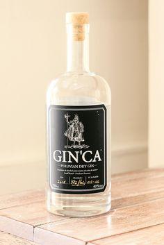 Bebida que pone en vitrina productos de color local. Utilizan ingredientes naturales y peruanos como el molle, la lima o el huacatay.