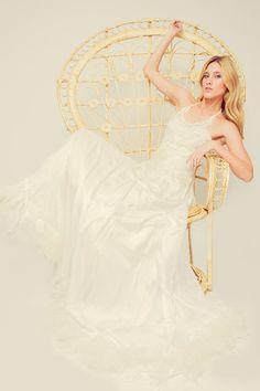 Campaña para Francisca Tornero Novias 2015 by Izaro Eguia Love My Job, New Job, Chile, Fashion Show, Wedding Dresses, Brides, Bride Dresses, Chili Powder, Bridal Wedding Dresses