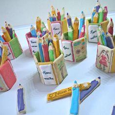 Cadeaux pour le maître, les maîtresses, les atsem, bref toutes les personnes qui ce sont occupées de mes gnomes durant cette année scolaire !!! Les enfants ont pris plaisir à faire des dessins sur les gâteaux ! Et vont être heureux d'offrir les pots a crayon. #odélicesdestef #patisserie #cadeaux #école #findannee #findanneescolaire #mumlife #wilton #colorantwilton #sweet #sugarcookies #sugar #cookies #sablés #homemade #jaimepatisser #miam #potacrayon