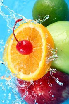 Fruit always tastes like summer. Fruit Water, Fruit And Veg, Fruits And Vegetables, Fresh Fruit, Colorful Fruit, Image Fruit, Fruit Splash, Cocktails, Drinks