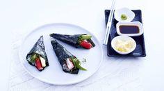 Kijk wat een handige video op Allerhande! Temaki sushi (handgerolde sushi)