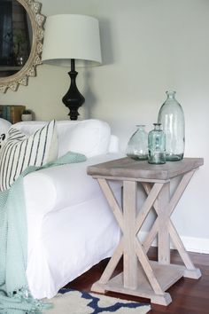 Farmhouse style X end table with light gray stained finish. Farmhouse style X end table with light gray stained finish. Farmhouse End Tables, Rustic End Tables, Diy End Tables, Side Tables, Small End Tables, Diy Furniture Plans, Farmhouse Furniture, Repurposed Furniture, Furniture Projects