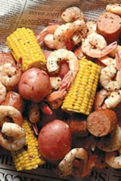 Frogmore stew is considered a classic low country south carolina dish. This dish is also know as low-country boil and beaufort stew. Fish Dishes, Seafood Dishes, Fish And Seafood, Seafood House, Shrimp Recipes, Fish Recipes, Steak Recipes, Seafood Broil, Boiled Food