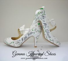 Hand Painted Personalised Brides Wedding Shoes With Daisies And Roses Jpg Handpaintedweddingshoes Weddingshoes