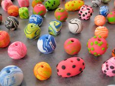 Alma Stoller: how to make polymer clay beads. Different technique, no cane