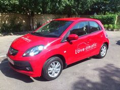 The Honda Brio AT (automatic) hatchback will make its foray in the Indian car market on 18th October 2012. This vehicle has been infused with features and functions which are preferred by many individuals. The company hopes that with launch of this car, it will be able to wean away people from the Hyundai i10 automatic which is the Brio's main competitor.
