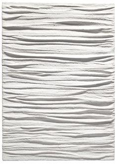 Piero Manzoni (1933-1963) was een Italiaanse kunstenaar.  Hij verzette zich fel tegen allerlei vormen van traditie. In latere werken experimenteerde hij met verschillende pigmenten en materialen op linnen. Later maakte hij ook gebruik van witte katoenwol, fiberglas, konijnenhuid en brooddeeg; van dit alles bouwde hij allerlei objecten op.