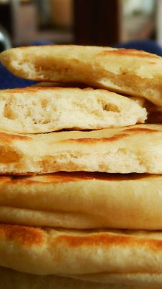 Bread Bun, Pan Bread, Food N, Food And Drink, Homemade Pita Bread, Bread Recipes, Cooking Recipes, Sandwiches, Hot Dog Buns