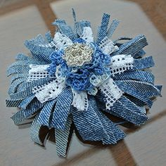 Recycled Jeans In Schiby Schabby Chic - - Diy Crafts Denim Flowers, Lace Flowers, Fabric Flowers, Fabric Crafts, Sewing Crafts, Upcycled Crafts, Denim And Diamonds, Fabric Flower Tutorial, Bow Tutorial