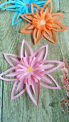 Origami flower video tutorial - My best diy and crafts list Paper Flowers Craft, Paper Crafts Origami, Easy Paper Crafts, Diy Arts And Crafts, Flower Crafts, Diy Flowers, Paper Crafting, Kids Origami, Folded Paper Flowers