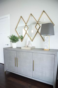 34 Popular Mirror Wall Decor Ideas Best For Living Room - When decorating a room within the home, people tend to think about curtains and the furniture within the room. The one important item they forget abou. Dining Room Wall Decor, Entryway Decor, Bedroom Decor, Dining Rooms, 3 Mirrors In Dining Room, Living Room Sideboard Ideas, Entryway Table With Storage, Foyer, Hallway Sideboard