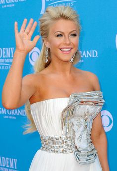 Julianne Hough's makeup is flawless and love her hair