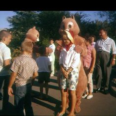Chip and Dale 1959 version Disneyland Chip And Dale, Vintage Disneyland, Disney Pictures, Big And Beautiful, How To Memorize Things, Couple Photos, Classic, Disney Images, Couple Shots