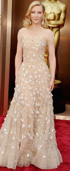 Cate Blanchett embodies Hollywood royalty in Armani Privé at the Academy Awards. #redcarpet #oscars