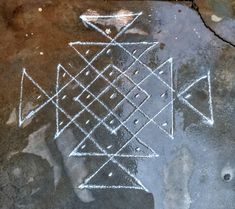 Kolam.....😍 Small Rangoli Design, Rangoli Designs With Dots, Rangoli Patterns, Rangoli With Dots, Rangoli Ideas, Beautiful Rangoli Designs, Kolam Designs, Simple Rangoli, Mehandi Designs