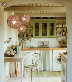 Traditional country kitchens are a design option that is often referred to as being timeless. Over the years, many people have found a traditional country kitchen design is just what they desire so they feel more at home in their kitchen. Houses In Germany, Cozy Kitchen, Kitchen Decor, Cottage Kitchen, Kitchen Dining Room, Storybook Homes, Home Kitchens, Cottage Kitchens, Kitchen Design