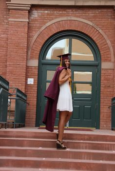 College graduation pictures. Arizona State University. Old main. Photography. Steps.