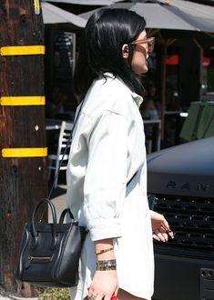 The Many Bags of Kylie Jenner Estilo Kylie Jenner, Kylie Jenner Style, Kardashian Jenner, Kourtney Kardashian, Kendall Jenner, Celine Nano Luggage, Tyga, Travis Scott, Latest Fashion Trends