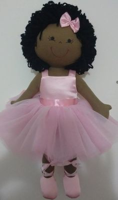 Boneca de pano Bailarina Negra Sock Dolls, Felt Dolls, Doll Toys, Baby Dolls, Doll Crafts, Diy Doll, Sewing Crafts, Felt Fabric, Fabric Dolls