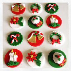 12 x christmas edible fondant cupcake by MadAboutCakeToppers Christmas Themed Cake, Christmas Cupcake Toppers, Christmas Cupcakes Decoration, Cute Christmas Cookies, Christmas Cake Designs, Fondant Cupcake Toppers, Fondant Cookies, Christmas Baking, Cupcake Cakes