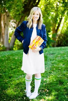 Finding Halloween costume ideas for teens can be tough. Thankfully, these creative teen Halloween costumes are easy to make and fun for high schoolers to wear, like Eleven from Stranger Things. Cute Halloween Costumes For Teens, Stranger Things Halloween Costume, Costumes For Teenage Girl, Costumes For Women, Halloween Diy, Trendy Halloween, Couple Halloween, Halloween Makeup, Diy Costumes
