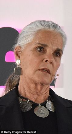 Ali MacGraw gushes over 'chemical' attraction to late Steve McQueen Long Gray Hair, Grey Hair, Badass Style, Beautiful Old Woman, Advanced Style, Going Gray, Ex Husbands, Aging Gracefully, Old Women