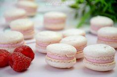 Makaroniki malinowe 14 Polish Recipes, Polish Food, Macaroons, Mini Cupcakes, Cheesecake, Sweets, Cookies, Baking, Cream