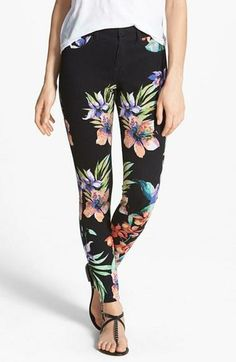 SO crushing on these floral jeggings!