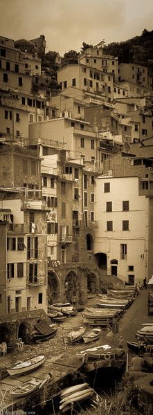 Photographer Russell Willard's gorgeous sepia photos of Italy