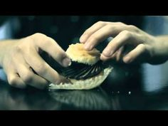 ▶ How to Eat a Cupcake, Like a Gentleman - YouTube