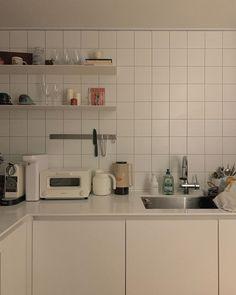 Home Interior Plants Korean Apartment Interior, Japanese Apartment, Kitchen Interior, Kitchen Decor, Interior Plants, Design Kitchen, Modern Interior, Korean Kitchen, Minimalist Room