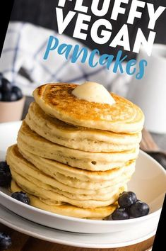 Easy fluffy vegan pancakes from scratch!#Pancake #Recipe #Pancakes #Fluffy #Vegan Pancake Recipe For One 19+ Fluffy Vegan Pancakes   Pancake Recipe For One Healthy   2020 Vegan Dessert Recipes, Desert Recipes, Snack Recipes, Breakfast For Dinner, Vegan Breakfast, Pancakes From Scratch, Vegan Pancakes, Pancakes Easy, Chocolate Chip Pancakes