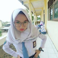 Video Hijab, Army Police, Girl Hijab, Hijab Chic, Girls Uniforms, Beautiful Hijab, Covergirl, Foto E Video, Strong Women