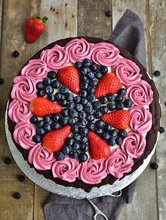 Slavnostní narozeninový dort - piškot + mascarpone krém Birthday Cake, Sweet, Desserts, Food, Cakes, Mascarpone, Candy, Tailgate Desserts, Deserts