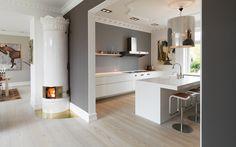 Douglas wood - bedroom flooring and wall - Decoist Kitchen Interior, Kitchen Decor, Kitchen Design, Grey Painted Walls, Gray And White Kitchen, Style Rustique, Bedroom Flooring, Kitchen Flooring, Wood Flooring