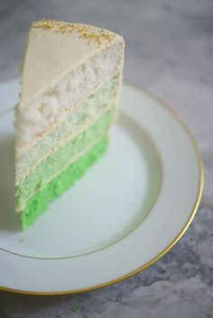 St. Patrick's Ombre Cake - Luck of the Irish #receipe #holiday #green