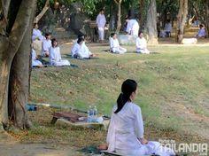 Unos momentos para meditar en #Ayutthaya, vienes con nosotros? http://www.portaldetailandia.com/centro-meditacion-wat-mahe-yong-ayutthaya/ เทศบาลนครพระนครศรีอยุธยา (Phra Nakhon Si Ayutthaya City Municipal) en พระนครศรีอยุธยา, พระนครศรีอยุธยา