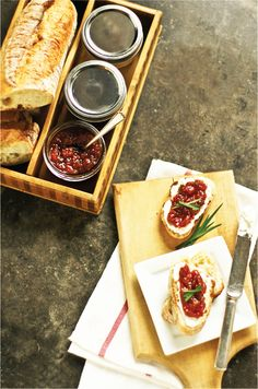 Tomato Jam Recipe made with fresh garden tomatoes #food #recipes #tomato #sweetlifefood www.simplythesweetlife.com