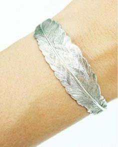Silver Feather Bracelet - Nature on your wrist. Jewelry Box, Silver Jewelry, Jewelry Accessories, Fashion Accessories, Jewlery, Women Accessories, Mannequins, Designer, Bling