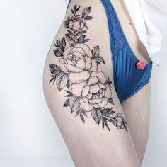 "1,881 curtidas, 4 comentários - Yarina☘️ Tattoo artist (@yarina.tattooing) no Instagram: "". . Done in @darumaworkshop. . #yarina_chaplinskaya #darumaworkshop #equilattera #iblackwork…"""