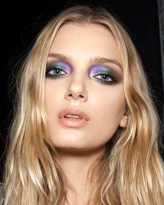 Dimenticate il classico smoky in nero. Questo autunno il make up occhi è in technicolor.