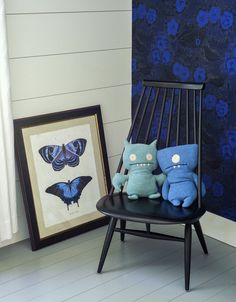 Rhapsody in Blue: A Finnish Stylist at Home in the Hamptons - Uglydolls occupy a Mademoiselle Lounge Chair, a 1956 Iimari Tapiovaara design for Artek that's still in production. Birger Kaipiainen's Night of the Skylarks wallpaper reappears here in a different combination of blues.