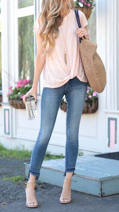pink summer outfits - pink knotted tee and step hem skinny jeans with nude heels