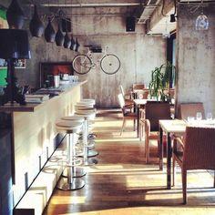 Невероятная архитектура, свет, блеск и плеск! Veloisto: Biker Bar.