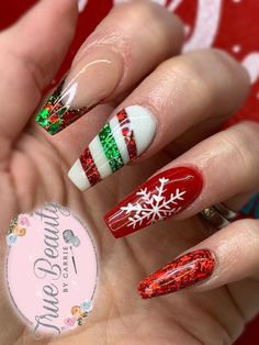 The Cutest and Festive Christmas Nail Designs for Celebration So cute and festive Christmas nails set with an accent snowflake nail! Christmas Gel Nails, Xmas Nail Art, Christmas Nail Art Designs, Holiday Nails, Christmas Makeup, Holiday Acrylic Nails, Seasonal Nails, Best Acrylic Nails, Acrylic Nail Designs