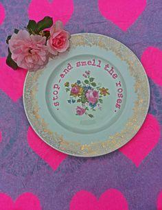 ~Vintage bord versierd met tekst-gedaan met porselein verf door mijzelf~