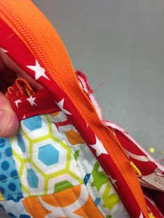The Sew Together Bag is a niffty little bag with three zippered pockets, four open pockets, a pincushion and a great little needle landing . Sewing Hacks, Sewing Tutorials, Sewing Crafts, Free Tutorials, Coin Purse Tutorial, Zipper Pouch Tutorial, Patchwork Bags, Quilted Bag, Bag Patterns To Sew