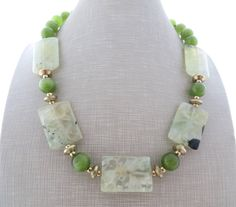 Green prehnite necklace, chunky necklace, big bold necklace, stone choker, beaded necklace, quartz jewelry, contemporary jewelry, gioielli by Sofiasbijoux on Etsy