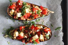 Gevulde groenten zoals courgette, paprika, portobello of aubergine staan hier vaker op het menu. Waarom? Omdat het simpel is om te maken, je kunt er makkelijk restjes groenten in verwerken en het i...